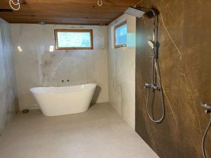 Kylpyhuone-, sauna- ja kodinhoitohuone